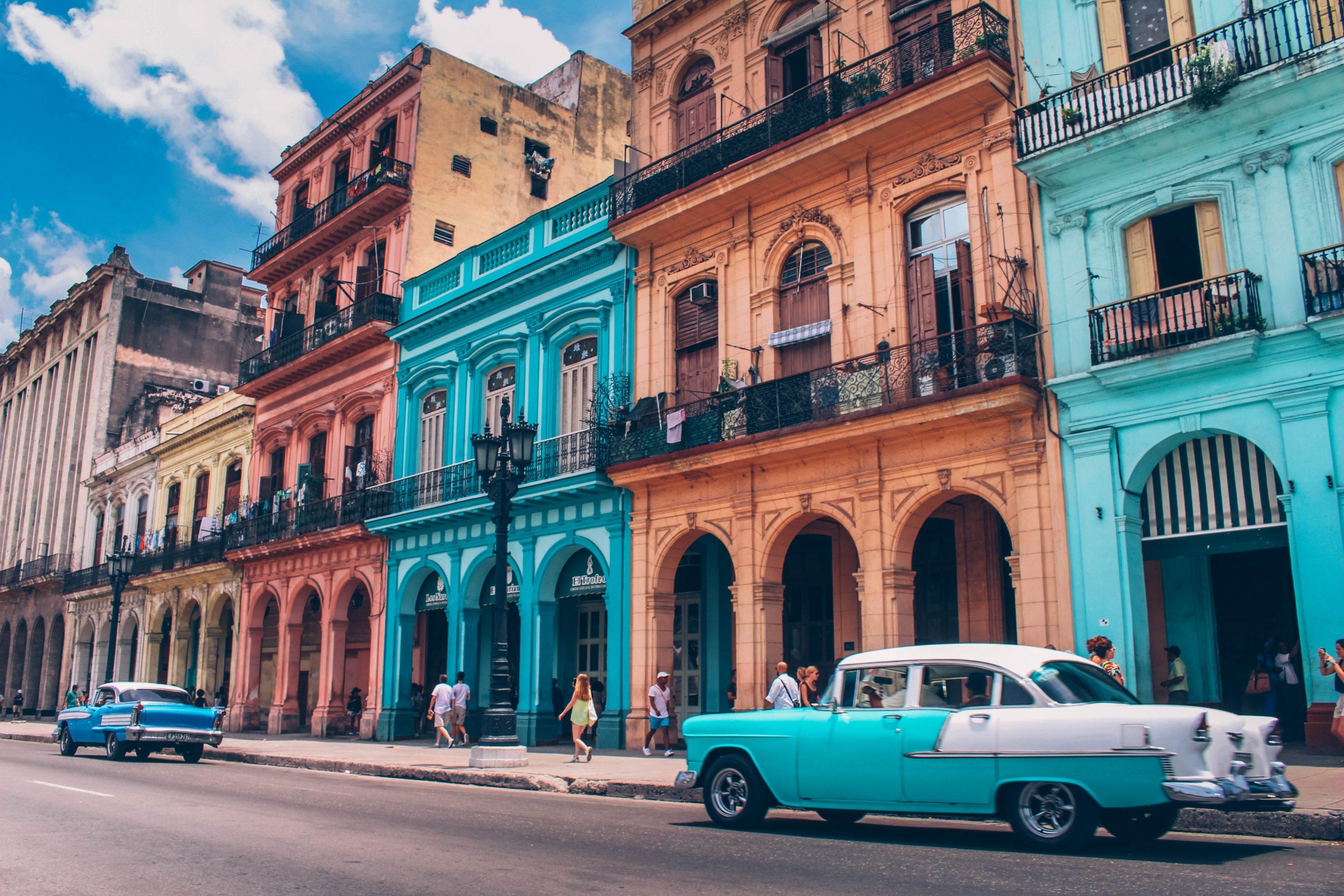 Descubre lugares increíbles como Cuba con el buscador de vuelos baratos sin destino fijo